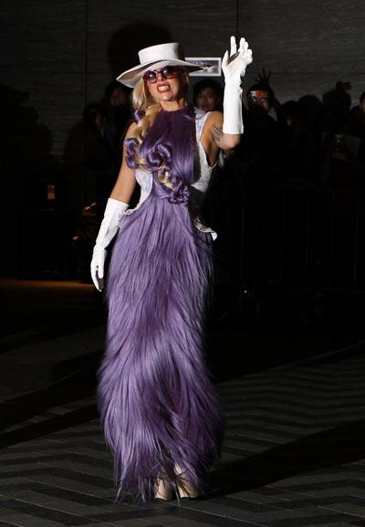 Lady Gaga trägt erneut Kleid aus Hairdreams-Haaren   Friseur.com