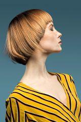Eine Kurzhaarfrisur für Damen kann sehr feminin sein. Der akkurate Schnitt wird durch Farbe und verschiedene Längen aufgelockert.